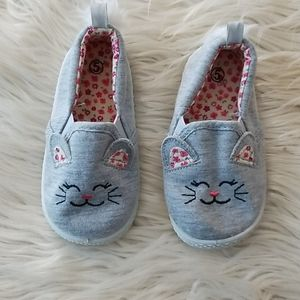 Girl's Cat shoes size 5 NWOT